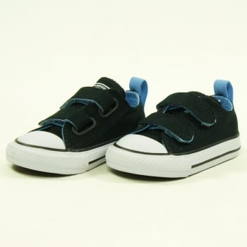 Converse Kids CTAS 2V Ox in Black and Light Blue